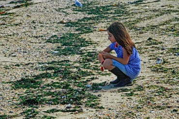 Aislin Looking for Shells